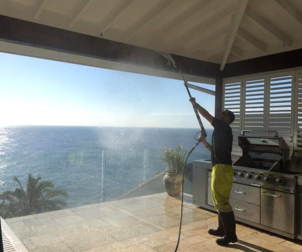 Pressure Cleaning Eaves